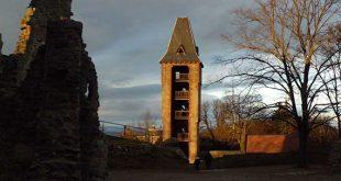 Sicht auf das Schloss Frankenstein (Januar 2013)
