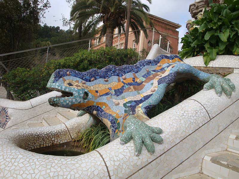 парк Гуэля дракон Гауди
