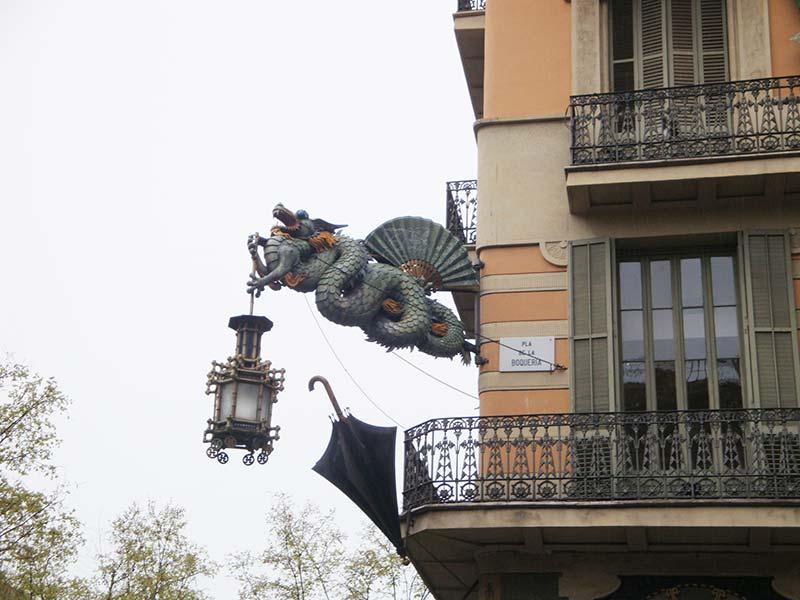 дом с зонтиками